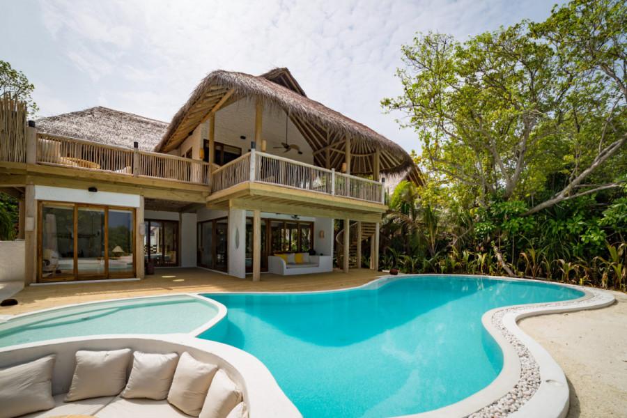3 Bedroom Beach Retreat with Pool