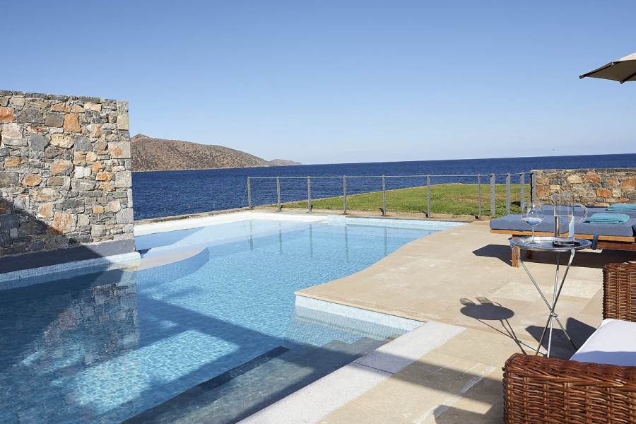 Aiolos – Club Suite Private Pool Seafront