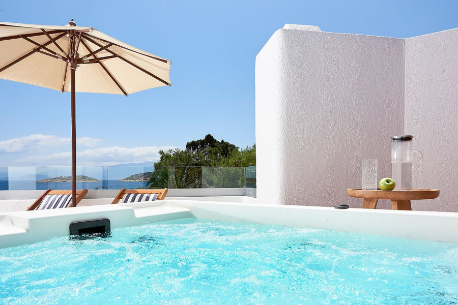 Club Junior Suite Outdoor Heated Jacuzzi Seafront View