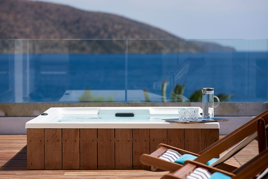 Club Suite Outdoor Heated Jacuzzi Seafront View