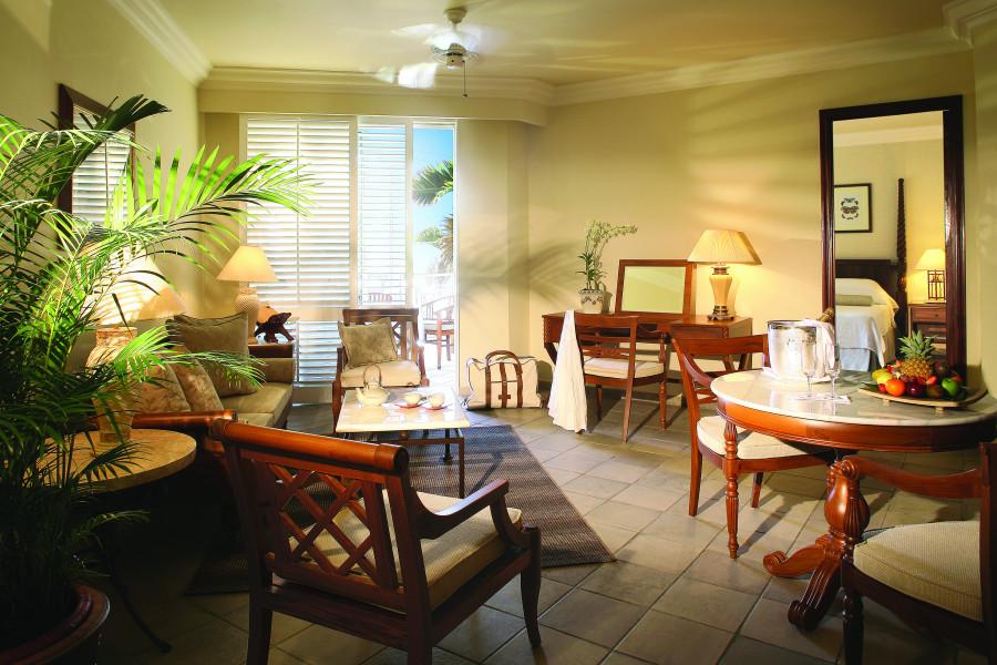 Colonial Garden View Senior Suite