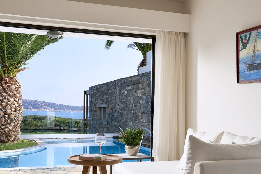 Eros – Club Open Plan Suite Private Pool Seafront