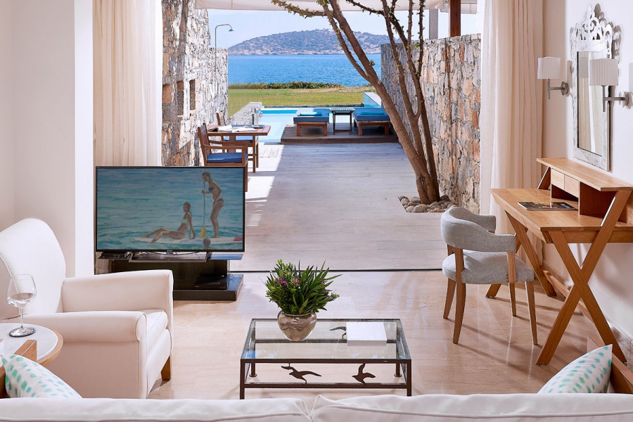 Odysseas 2 – Club Open Plan Suite Private Pool Seafront