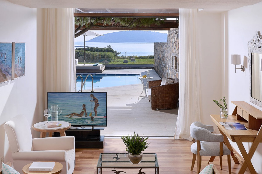 Odysseas 1 – Club Open Plan Suite Private Pool Seafront