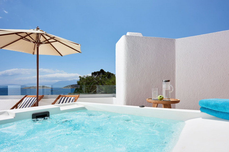 Club Junior Suite Outdoor Jacuzzi Seafront View