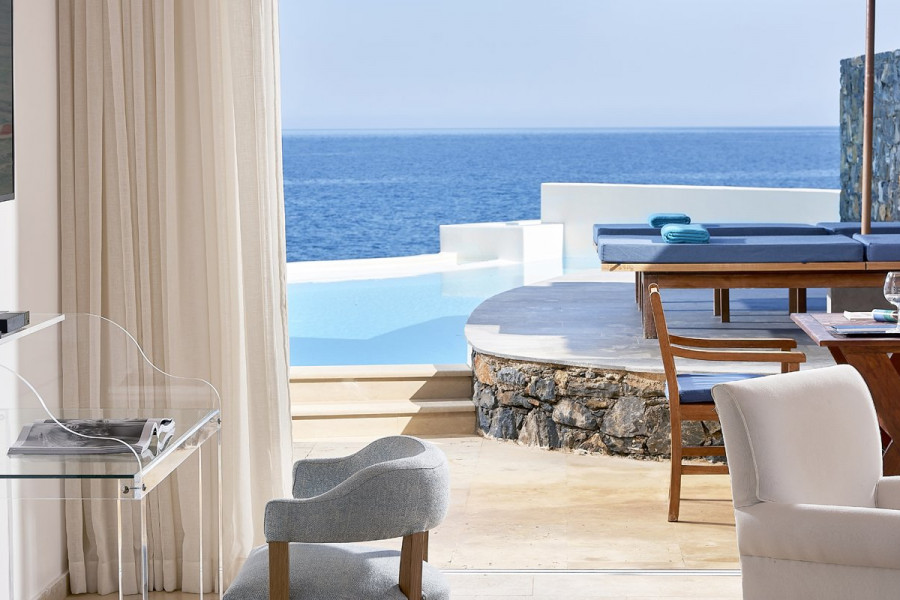 The Rock 2 – Club Studio Suite Private Pool Seafront