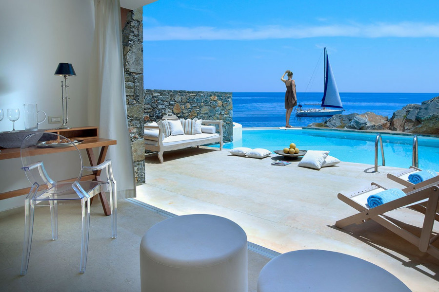 The Rock 1 – Club Studio Suite Private Pool Seafront