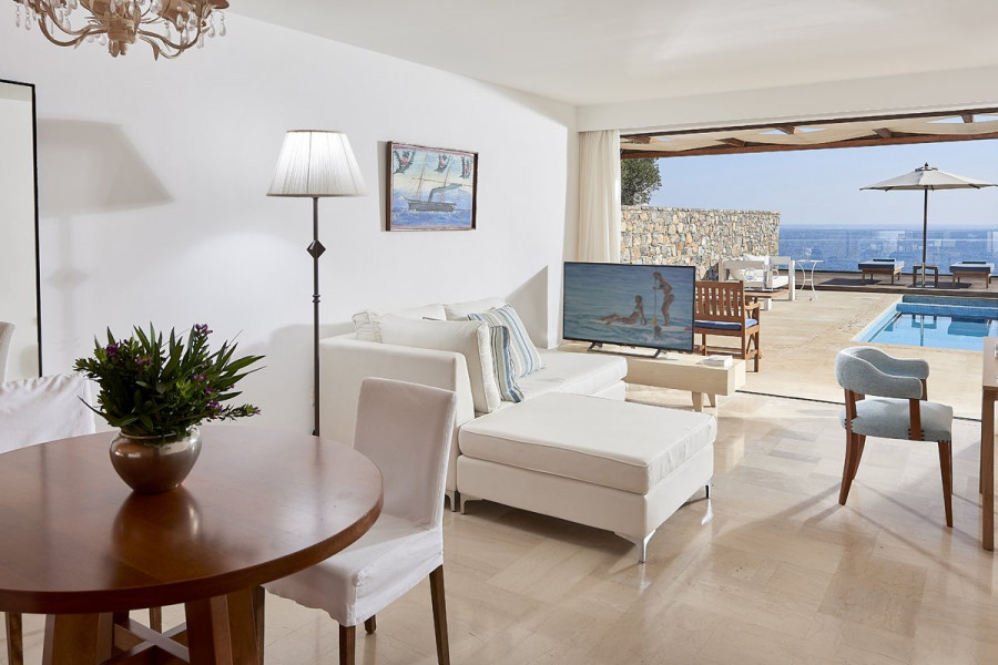 Zefiros – Club Suite Private Pool Seafront