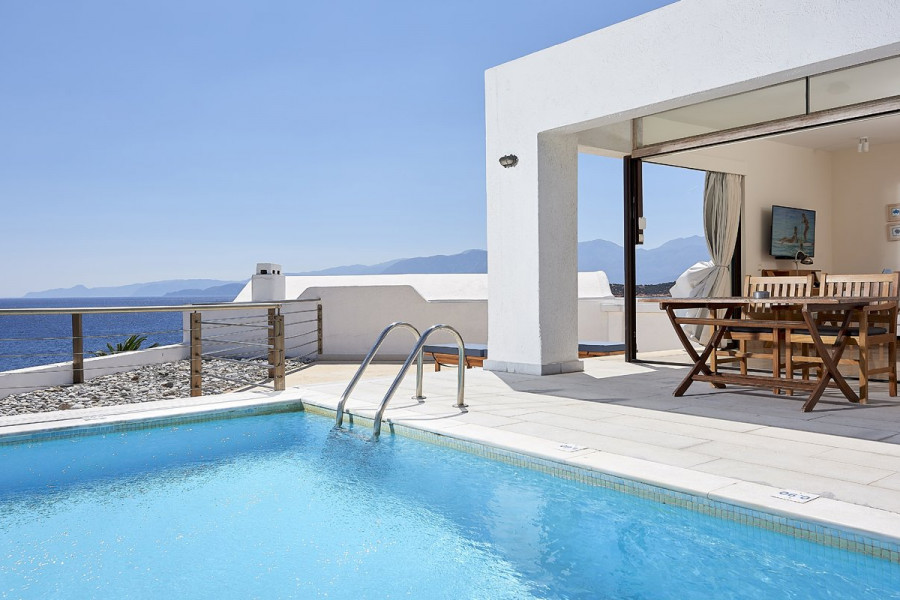 Zeus House – Club Suite Private Pool Seafront
